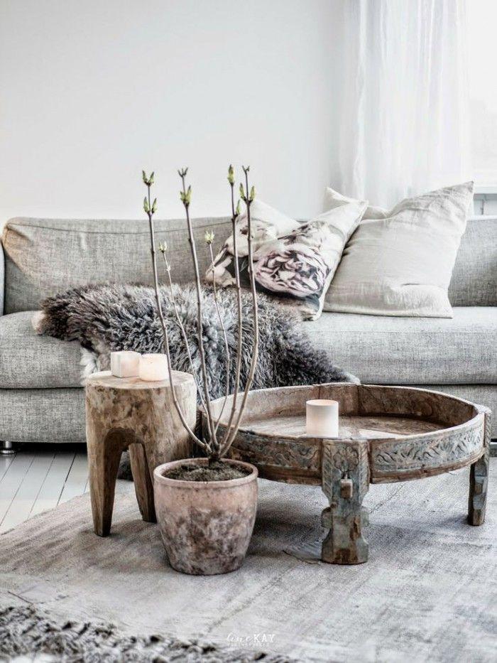Mooie sobere Scandinavische inrichting met een warme toevoeging van hout