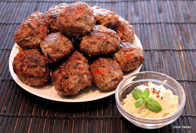 cookvalley - tanker om mad: Fredagens fingermad: Kebbeh med fyld og hjemmelavet hummus