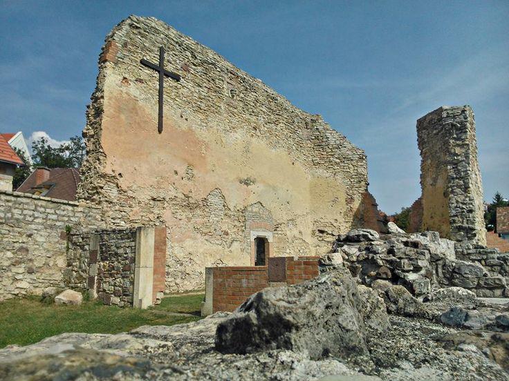 A Szent Katalin Domonkos Apácakolostor romjai Veszprémben -  Margit-romok