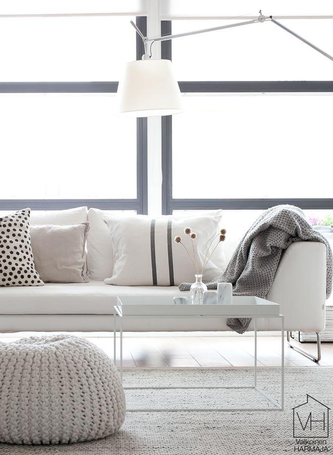 Living room with white tray tables from Hay via Valkoinen Harmaja.