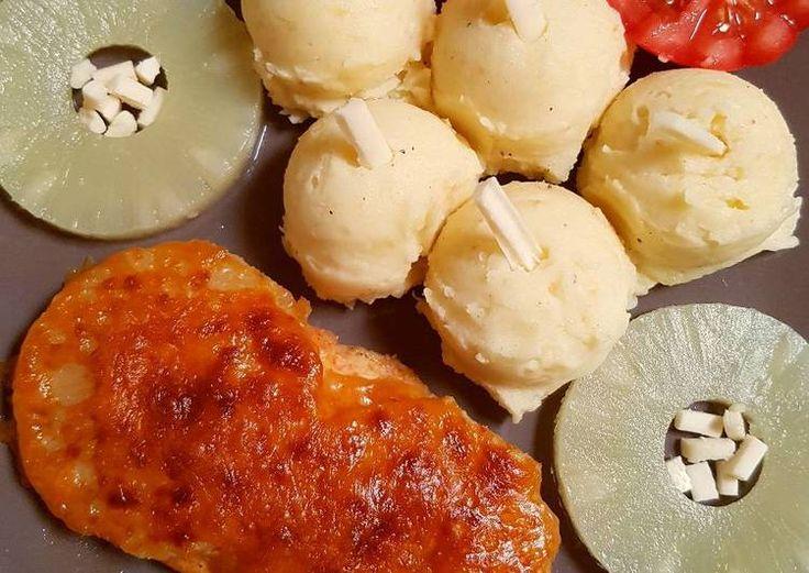 Ananászos csirkemell, füstölt sajtos burgonyapürével