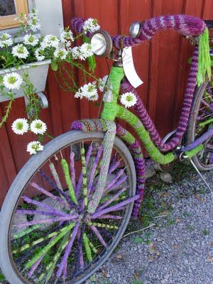 Yarn Bombing #bicycles, #bicycle, #pinsland, https://apps.facebook.com/yangutu