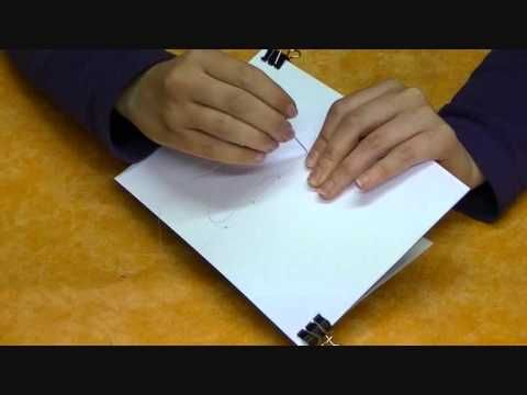 Tutorial para hacer un cuaderno con una encuadernación fácil y rápida. Con este sistema podemos hacernos libretas para nuestro art journal, usarlas como álbu...