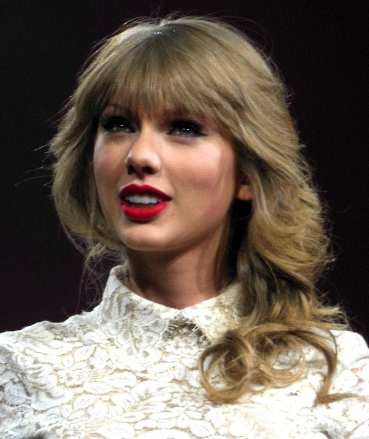 Now that Taylor Swift bought up all the good porn urls, everyone with nude pics of her will just have to throw them away, apparently.