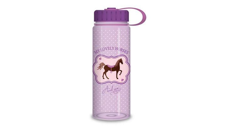 My Horse Lovas kulacs - BPA mentes - 500 ml - Tisztasági csomagok, Uzsonnás dobozok és zacskók, Kulacsok - Nebuló Tanszeráruház. Ütésálló, hőálló képessége -20°C és 100°C között. Iskolába, sportoláshoz és kiránduláshoz is használható.Mosogatógépben mosható, mikrohullámú sütőbe nem helyezhető.