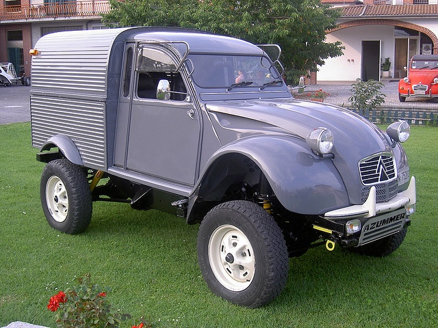 Citroen 2cv Azu + Defender td90 I,m a fender fan, so I really don't know whether this is a god thing, frogs and poms in collaboration?