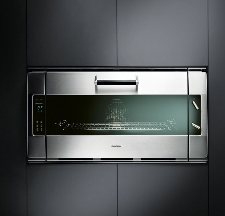 Oven EB 388 - Top chefs love this Gaggenau classic. Though you wouldn't know it from looking at it - the EB 388 and EB 385 are our oldest models. The design has been so timeless for the past 20 years that it still sets standards. And now as then, it's manufactured almost entirely by hand.