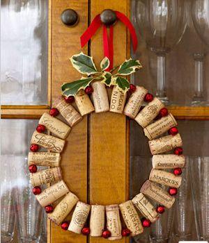 DIY Christmas Wreath Ideas - Wine Corks Wreath - Click Pick for 24 DIY Christmas Decor Ideas