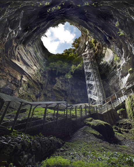 Grottes et Gouffres en Vallée de la Dordogne près de Rocamadour ©JC. Lemée/SES Padirac