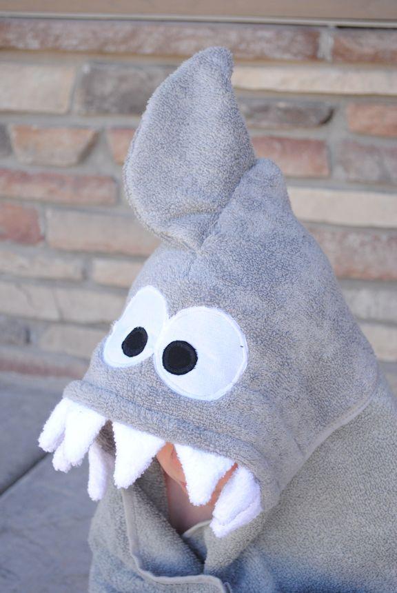 Badjas met haaienhoofd