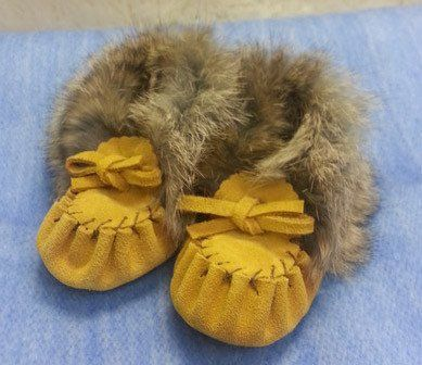 Suede moccasins with rabbit fur trim. Makes a great baby gift! Available in four colours. Infant size 2