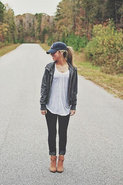 casual outfit: baseball hat, oversized tee, jacket & sneakers