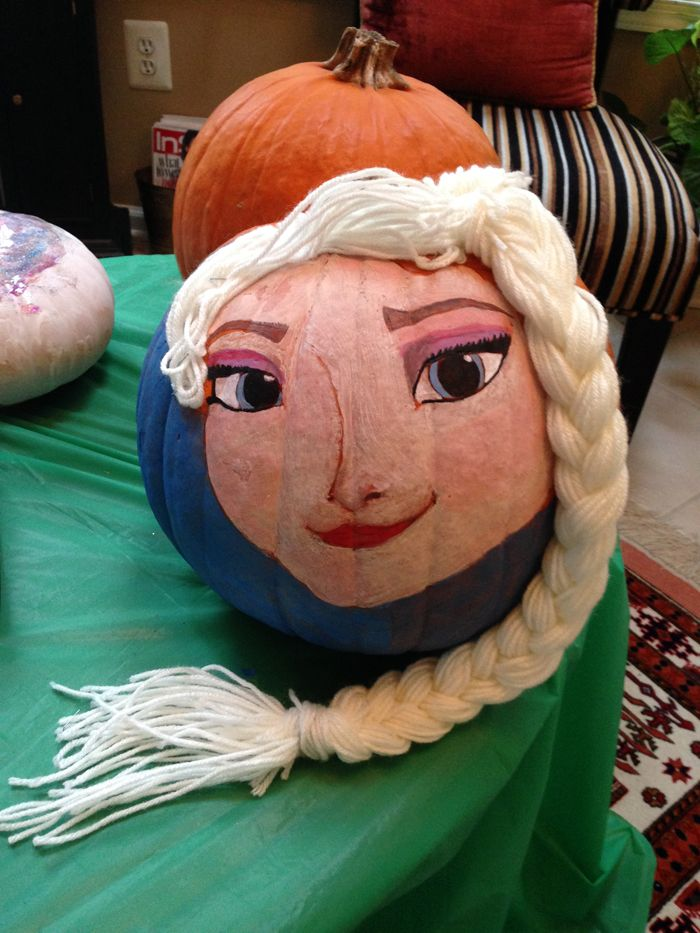 Check out this AMAZING #Frozen Elsa #pumpkin - wow! Painted by the lovely @samiraatash