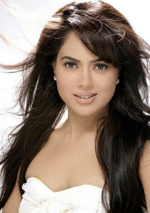 Beautiful Bollywood actress Sameera Reddy EarnMoneyBurnFat.com