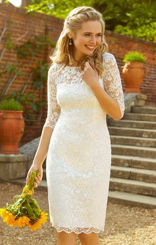 Looking for *something* a little different? This short lace wedding look will surely be the perfect thing. Check out the rest of the list at our blog!