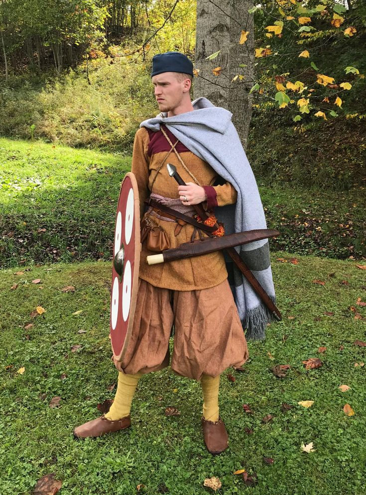 The site's newest article covers step-by-step dressing of a 10th Century Danish upper-class warrior.