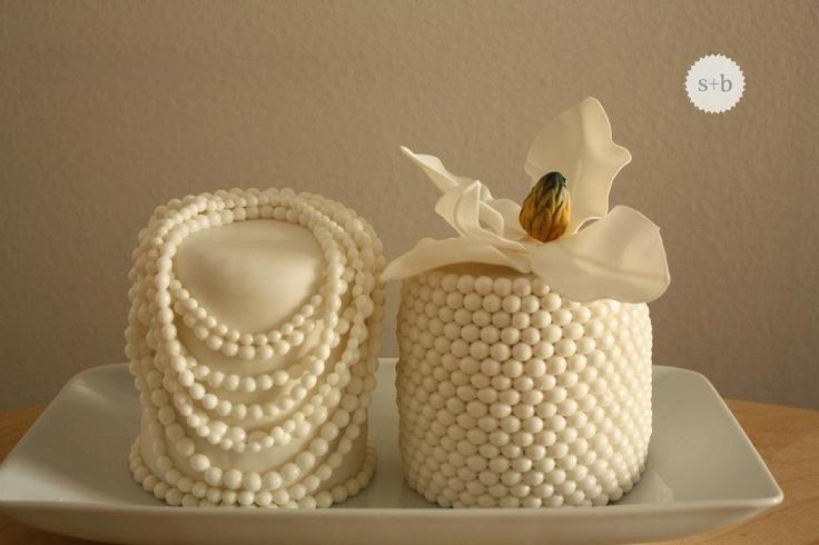Collier de perles – Gâteau marbré à la framboise et au citron recouvert de lait caillé au …   – Birthday