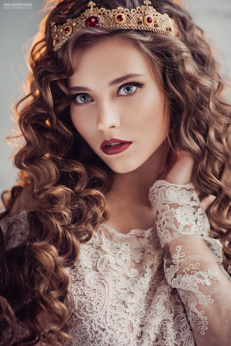 Bride in the crown by Natalia Muzhetskaya on 500px