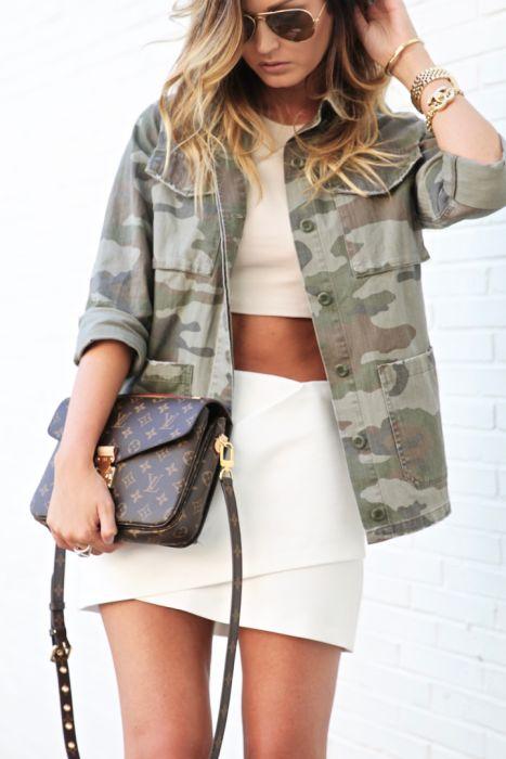 Outfits ropa de camuflaje chaqueta de camuflaje bolso louis voitton gafas aviador
