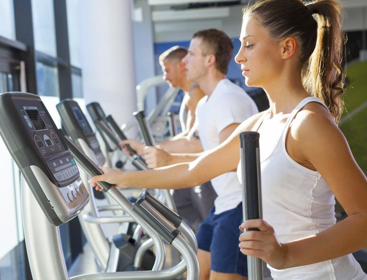 Chouchou des salles de fitness, le vélo elliptique est un appareil cardiovasculaire qui réunit les bienfaits du tapis de course, du rameur, du vélo stationnaire et du stepper. Idéal pour brûler un max de calories et muscler l'ensemble du corps. Nos conseils pour optimiser vos séances en fonction de vos objectifs.