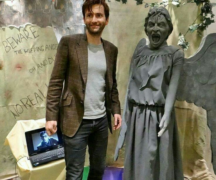 David Tennant‏@David_Tennant     [RT] #DavidTennant Daily Photo!    David and 'friend'