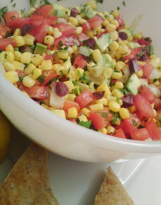 Πολύχρωμη σαλάτα με καλαμπόκι http://eri-captaincook.blogspot.ca/2011/09/blog-post.html#more