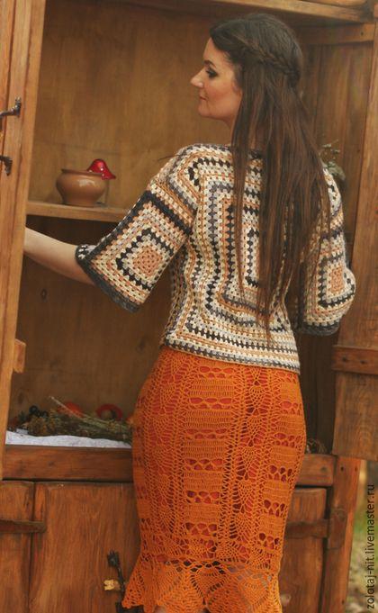 Купить или заказать Костюм вязаный  Бабушкин Квадрат в интернет-магазине на Ярмарке Мастеров. Костюм вязаный Бабушкин квадрат из шерсти альпаки, теплый яркий, поднимающий настроение. Не стареющий Бабушкин квадрат - это плавный переход цвета, воплощение простаты и авангарда. К пуловеру предлагаю юбку из тонкой шерсти горчичного цвета с люрексом на вискозной подкладке. Чтобы узнать о новинках моего магазина (ZOLOTAJ-NIT) нажмите 'Добавить в…