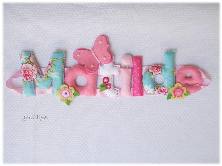 Nome Matilde com flores e borboleta - em rosa e azul.