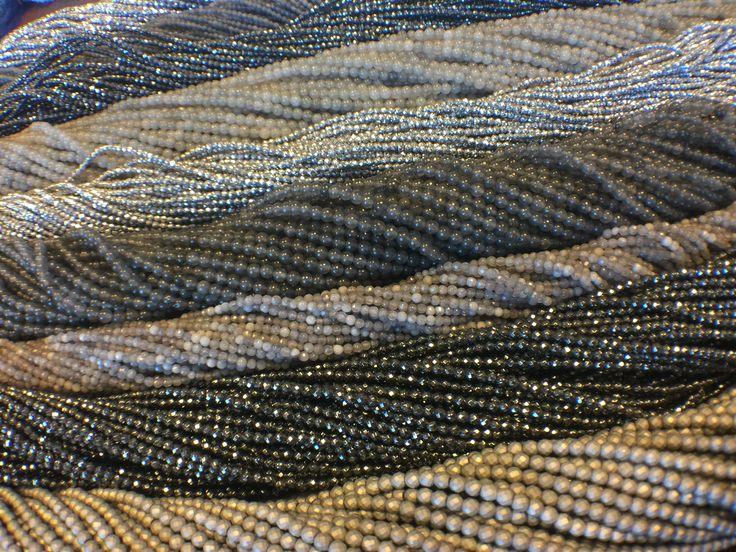 Hematite little beads. Drobne koraliki z hematytu.