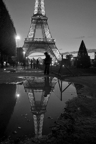 Lovely picture of the Eiffel Tower in Paris!