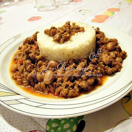 Riso con chili di carne e fagioli rossi