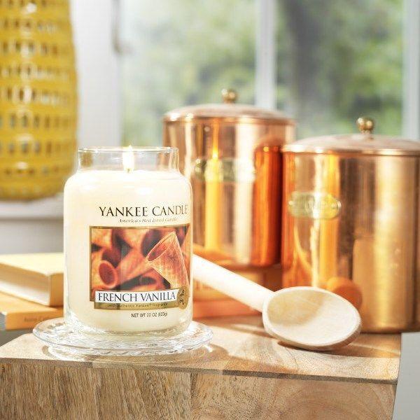 En läcker doft av vanilj...mjuk och söt som vispad grädde. #YankeeCandle #FrenchVanilla