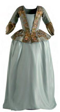 Женский жакет с баской, унаследованный из XVII века, теперь он напоминает короткую куртку, одеваемую поверх нижней рубашки. Такой жакет носили с юбкой.