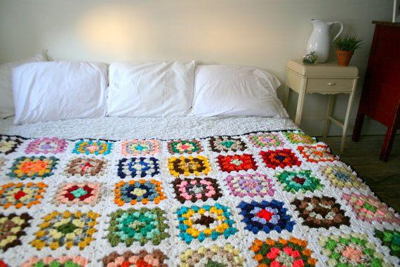 Amazing Vintage Granny Square White Bed   Psychic Ceremonies