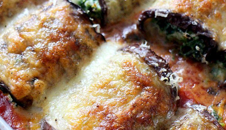Deze auberginerolletjes zijn een perfectvega hapje voor tijdens een etentje of buffet. Je maakt ze ruim van tevoren, vallen bij iedereen in de smaak en je k...