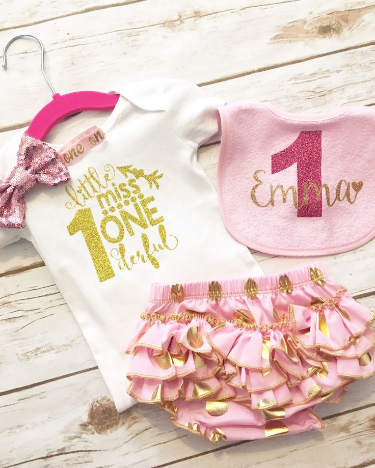 First Birthday Outfit Girl - 1st Birthday Outfit - Pink and Gold - Bloomers - Glitter - Gold Cake Topper - 1st Birthday - Cake Smash by HBSouthernInspired on Etsy https://www.etsy.com/uk/listing/510653610/first-birthday-outfit-girl-1st-birthday