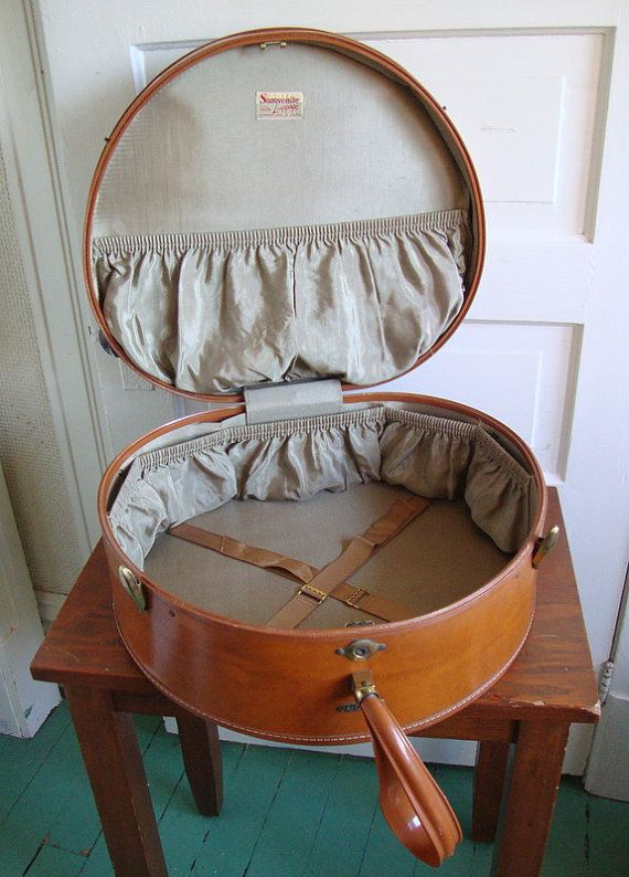 625 best trunks and vintage suitcases images on Pinterest ...