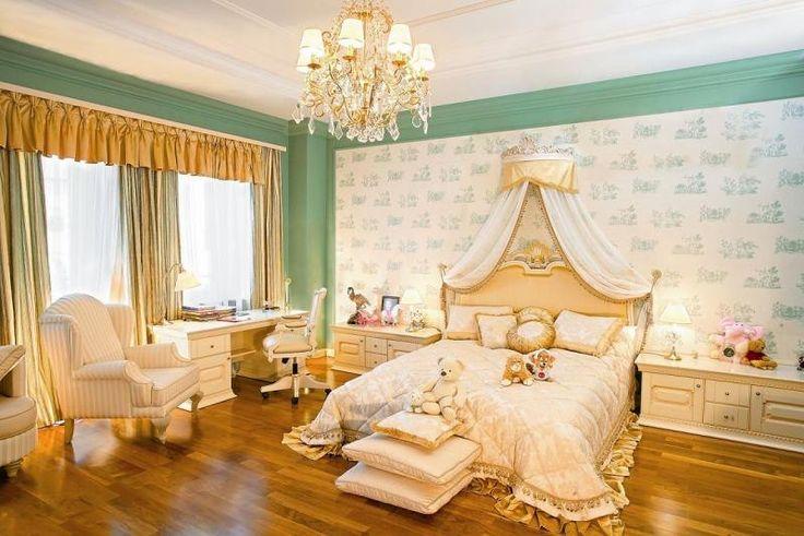 Спальня, люстра, комната, кровать, золотые шторы