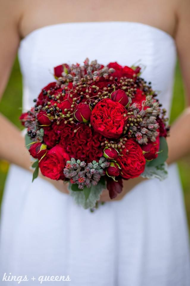 613 best images about red flower arrangements bouquets on pinterest floral arrangements red - Red garden rose bouquet ...