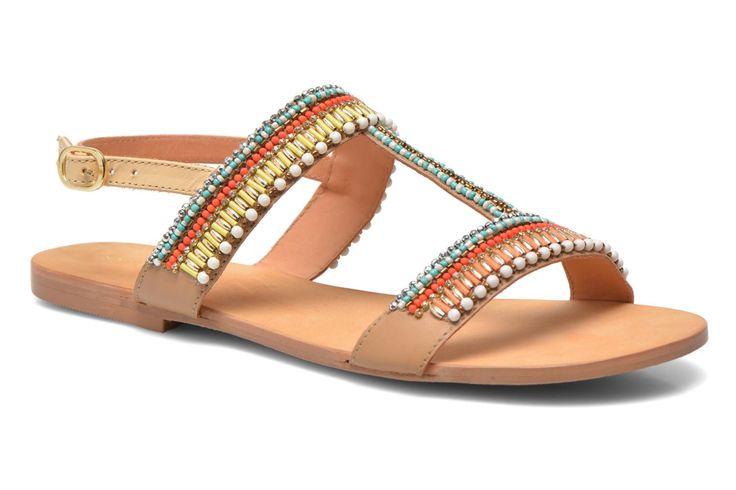Cosmo Paris is een merk voor modeschoenen met een uitstekende prijs-kwaliteitverhouding. Of het nu gaat om pumps met een hoge hak, hoge of lage laarzen, de trendy schoenen van Cosmo Paris zijn altijd van leer gemaakt. Ze zijn bedoeld voor actieve en moder ...