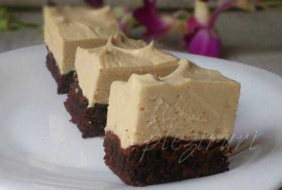 Brownie cu crema de branza si unt de arahide