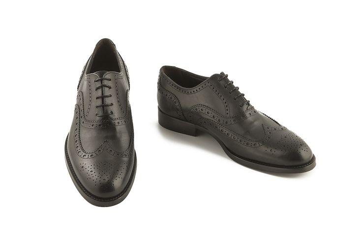 Scarpe Oxford nere allacciate perfette da cerimonia o sposo su www.calzaveste.it