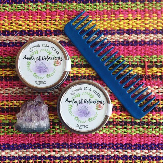 EDICIÓN LIMITADA cera para peinar de ROMERO cuida y restaura tu cabello al mismo tiempo que lo moldeas al peinarte. El aceite de romero fortalece el cuero cabelludo y estimula el crecimiento del cabello✨ #ceraparapeinar#cuidadodelcabello#natural#romero#herbolaria#aceitesesenciales#cabello#hairwax#hairpomade#herbalism#botanicals#greenbeauty#naturalbeauty#nontoxic#amethystbotanicals#hechoamano#hechoenmexico
