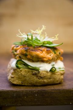 Salmon burgers with goats cheese and sundried tomatoes from @winematcher #salmon #fish #burger #recipe