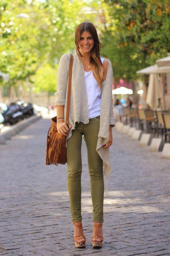 Les 25 meilleures id es de la cat gorie pantalon kaki sur pinterest tenue de pantalon kaki - Quelle couleur avec le vert vetement ...