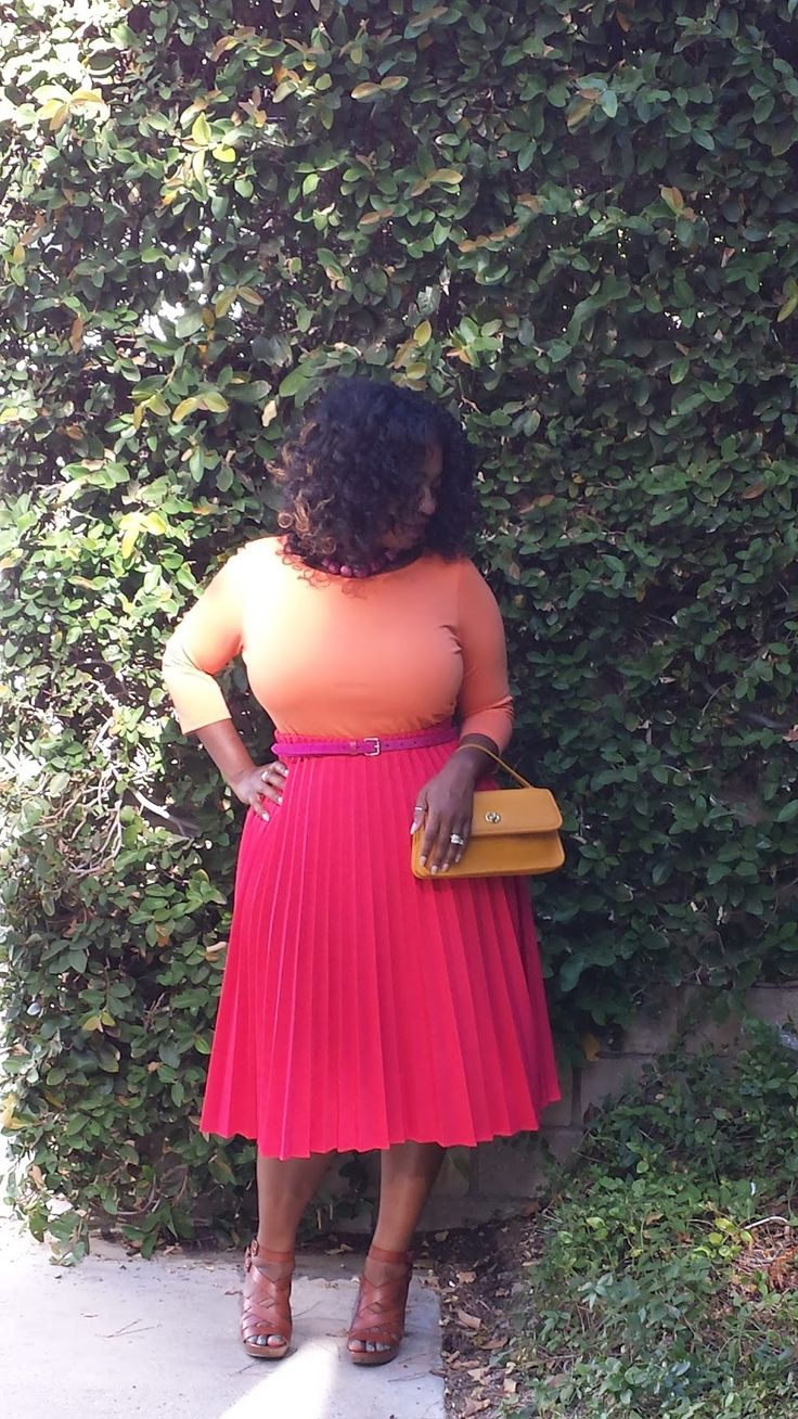"crop top, with vintage pleated skirt<3 #curvy   ""if you follow my Curvy Girl's Spring/Summer Closet, make sure to follow my Curvy Girl's Fall/Winter Closet.""   http://pinterest.com/blessedmommyd/curvy-girls-fallwinter-closet/"