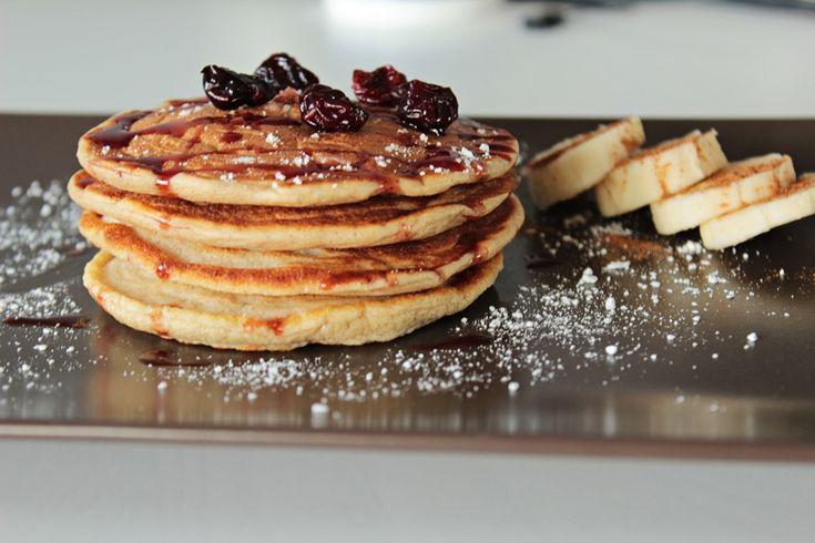 Dzień dobry :-)  Przychodzę do Was z 30 pomysłami na zdrowe i szybkie śniadanie. Sama często szukam inspiracji w internecie, więc postanowiłam zrobić zestawienie najczęstszych śniadań, które są zdrowe, proste i szybkie! Które śniadanie jest Waszym ulubionym?  http://pokoleniefit.pl/blog/2017/02/15/pomysly-na-szybkie-i-zdrowe-sniadania/