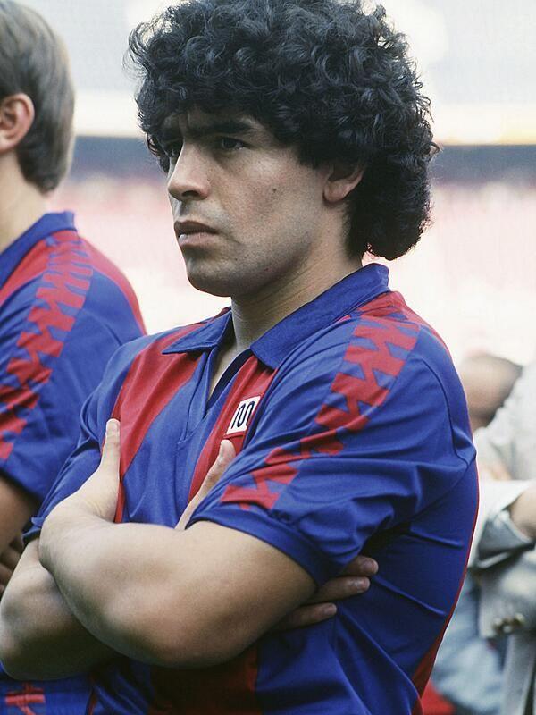 Este miércoles 30 de octubre Diego Armando Maradona cumplió 53 años. Barçargentino célebre por los siglos de los siglos.