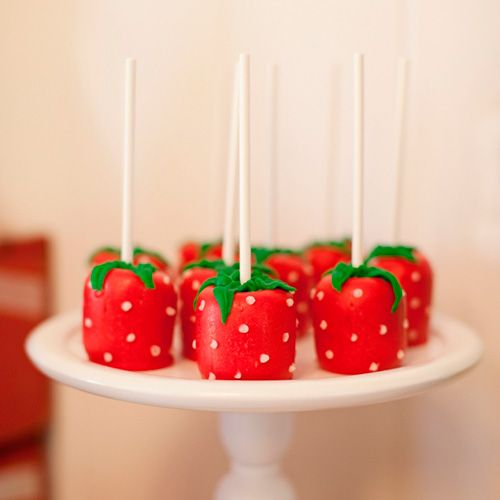 You NEED to try these strawberry marshmellow pops for Wimbledon!