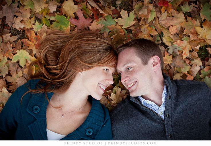 fall couple photography pose ideas | fall_leaves_photograph_couple